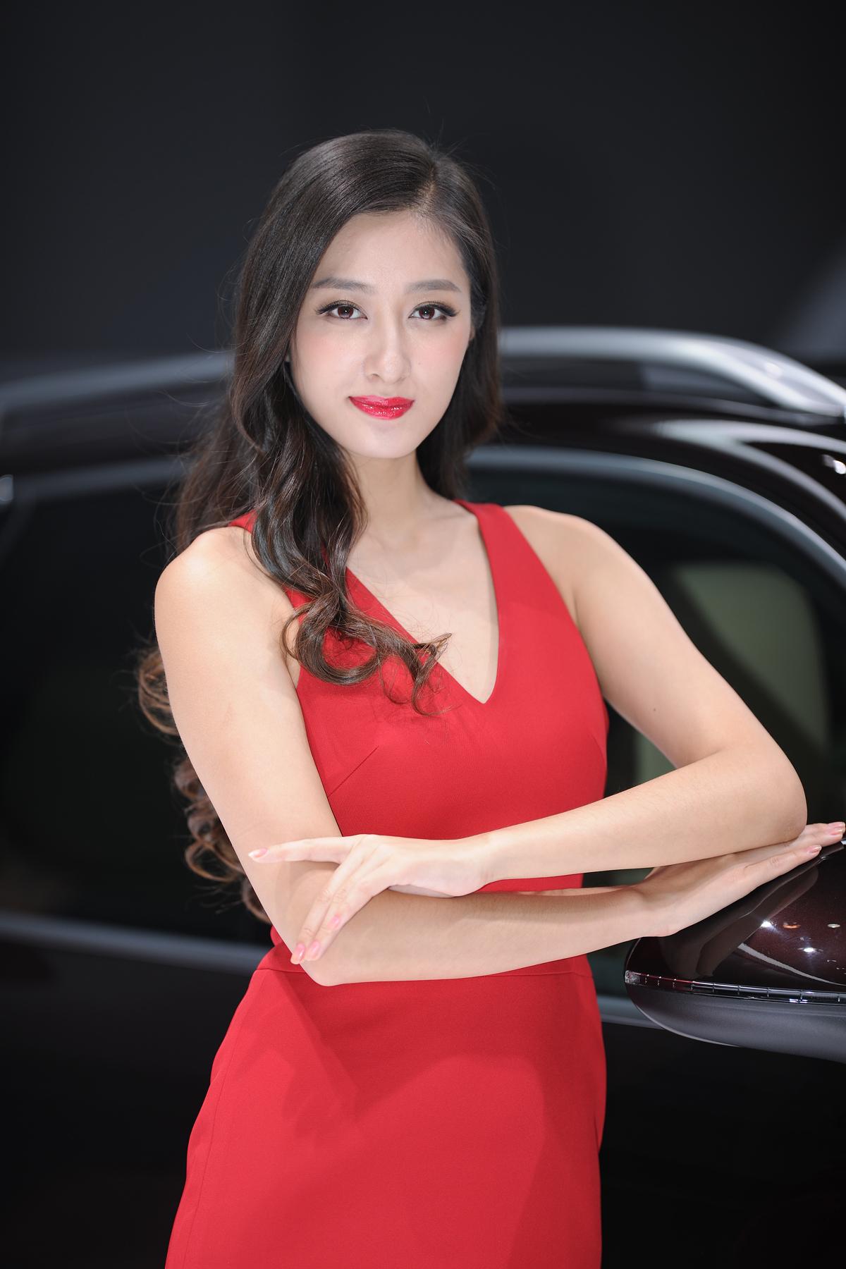 名模_2014广州国际车展 靓丽车模风格迥异_WOMOTE官网_长沙模特网_长沙 ...